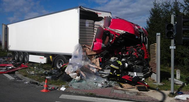 Potworne wypadki cieżarówek DRASTYCZNE 2015 część 1